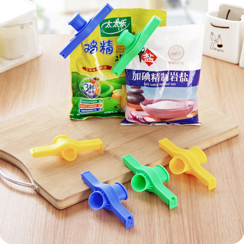 Reusable Bag Clips and Package Nozzle Used as Kitchen Accessories for Sealing Food Packets