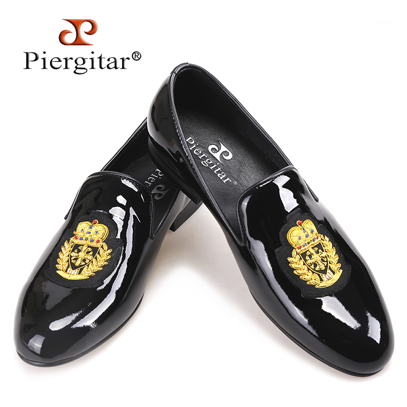 Piergitar 2018 New black patent leather men loafers with gold luxurious embroidery Fashion party and wedding men's dress shoes piergitar 2017 new black patent leather men handmade loafers with black bowtie fashion banquet and prom men dress shoes