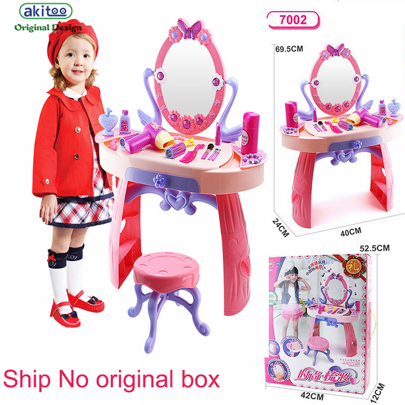 Дешушка сует игрушки фото 709-261