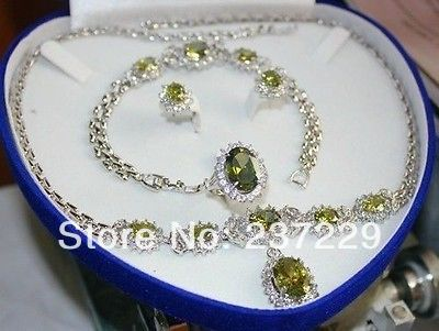 Wholesale price FREE SHIPPING ^^^^elegant women 's fashion set Throws green crystal necklace bracelet earring ring