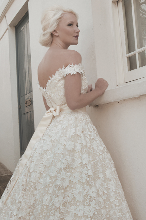 White Lace Short Wedding Dress 2015 Appliques Pricess Sexy V Neck