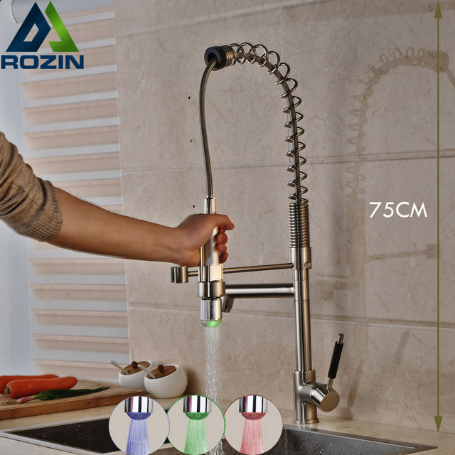 Großhandel Und Einzelhandel Küchen Mischbatterie LED RGB Licht Spüle  Wasserhahn Doppel Schwenkauslauf Gebürstetem Nickel
