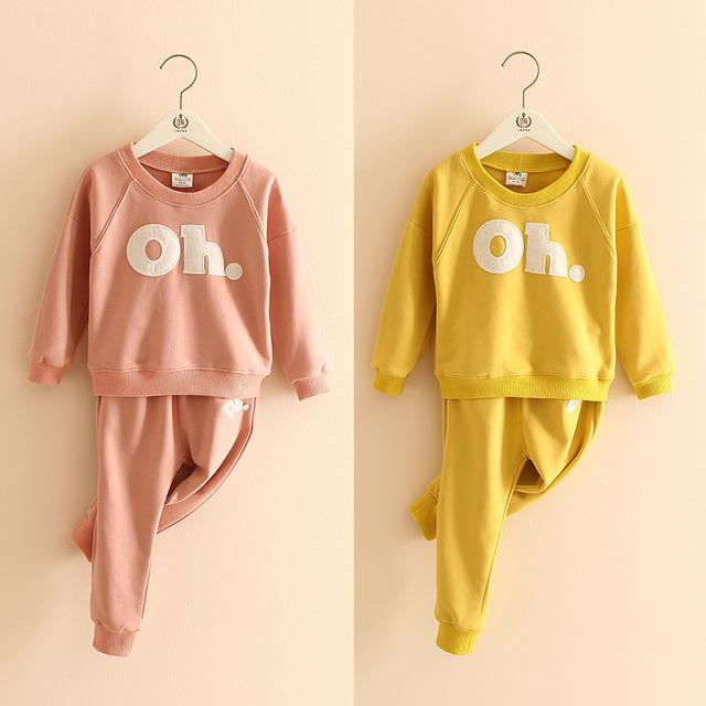 2017 primavera crianças menina conjunto de roupas de bebê o-pescoço manga longa letra impressa casual amarelo vermelho rosa hoodies e calças crianças 2-8 T