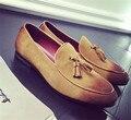 Hecho A Mano de lujo de Los Hombres de Terciopelo Borla de Zapatos Inferiores del Rojo Zapatos de La Boda Vestido Británico Abarcas Hombres Holgazanes pisos Holgazanes hombres de la Marca