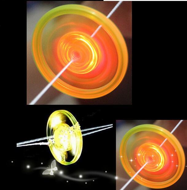 Billiger Preis 100 Teile/los Led Glühende Hand Ziehen Whistle Schwungrad Kinder Spielzeug Partei Liefert Kunststoff Blinklicht Lustige Rope Pull Flug Geschenk