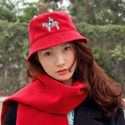 2018 Herbst Winter Neue Frauen Woll Eimer Hüte Verspielt Cartoon Stickerei Red Caps Elegante Mode Kappe Warme Dame Bogen -knoten Wasserdicht, StoßFest Und Antimagnetisch