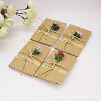 2 tamaños 50 unids flor forma perlado Kraft Sobres de papel bolsa de papel del Partido para la tarjeta de invitación de boda artesanía partido Tarjeta de decoración