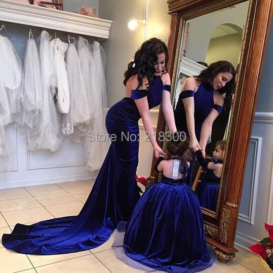 5c7604f096cbb الأزرق الملكي الأم وابنتها فساتين الكرة ثوب الرسن زهرة فتاة فساتين المخملية  بنات فساتين مهرجان