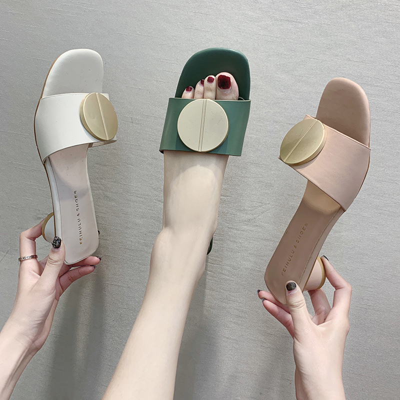 2019 Outdoor Quality Mules Women Shoes Metal Decor Slip on Slides Ladies Round Heels Summer Women Slippers Square Toe Flipflops2019 Outdoor Quality Mules Women Shoes Metal Decor Slip on Slides Ladies Round Heels Summer Women Slippers Square Toe Flipflops
