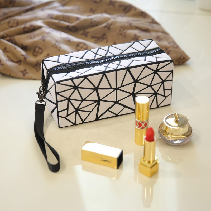 Fashion Small Cosmetic Bag for Make Up Women Makeup Pouch Toiletry Bag Clutch Geometry Portable Purse Women Bag 2018