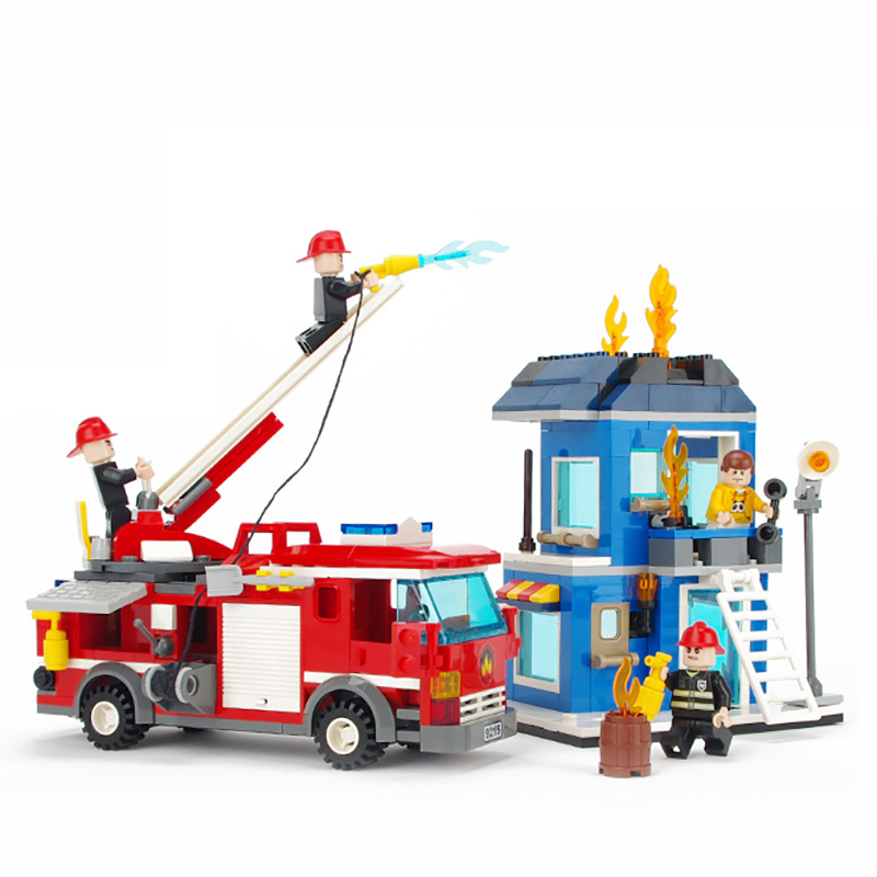 431pcs Fire Rescue Ladder Truck Blocks Toys for Boy Fire Fighter Figure Brick Enlighten Building Blocks Children Gift K0363-9215 380pcs fire branch city enlighten bricks toy for children ladder truck building blocks fire fighter figures boys gift k0411 910