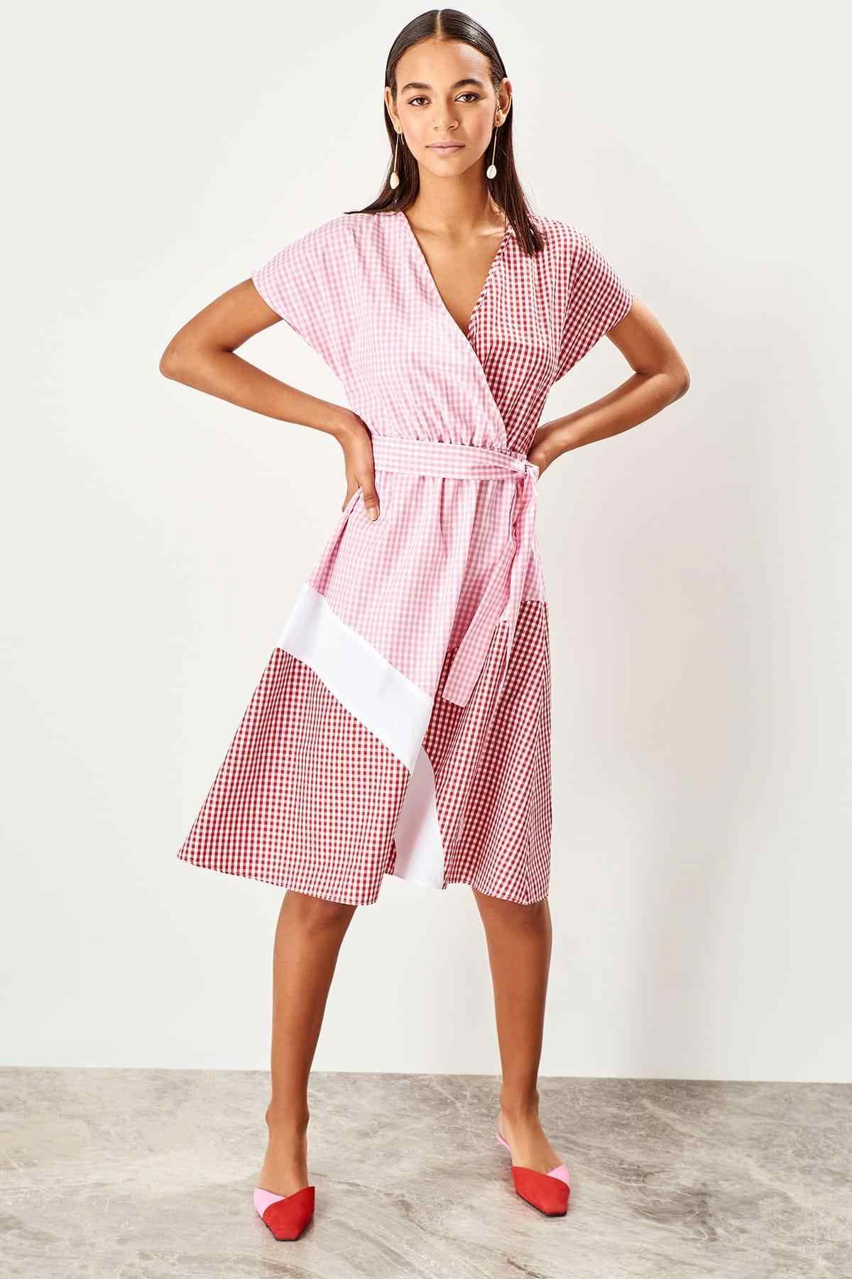 Платье-пледы с розовым поясом Trendyol TWOSS19IE0035