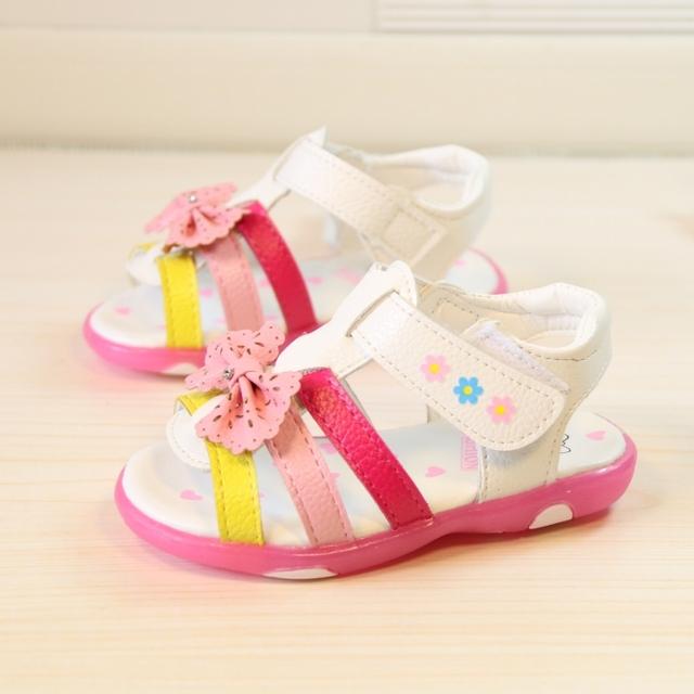 2016 Verão Novas Crianças Sandálias Meninas Roma Orvalho Toe Arco Sandálias Crianças Sapatos de Bebê Sandália Com Luzes de Sapatos de Verão 21-25