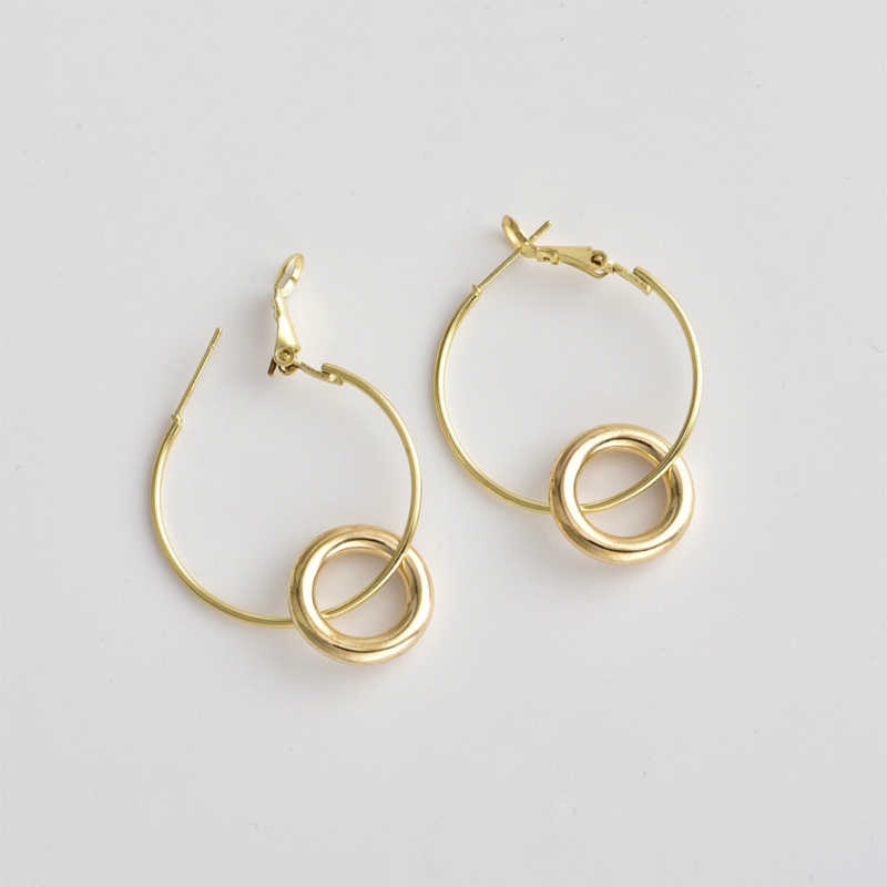 新しいイヤリング人気のファッションシンプルな円形の女性の多彩なゴールドイヤリングホット販売ジュエリー卸売
