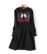 Распродажа Европейский Женская одежда 2017 новая зимняя герои мультфильмов кнопка заказ трикотажное платье