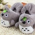 2016 Invierno Nuevas Mujeres y hombres Zapatos Del Hogar Fabricantes Venta Caliente Hermoso Peluche de Totoro Figuras de Dibujos Animados Zapatillas de Algodón Caliente