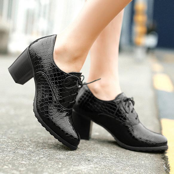 8a793da4c28f € 48.37  Nueva moda 2016 Crocodile Lade con cordones tacones altos mujeres  zapatos Oxford Vintage charol mujeres bombas Ladies Casual tacones Oxfords  ...