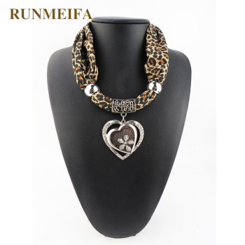 RUNMEIFA 2019 Jewelry Heart Gemstone Necklace Scarf Women Leopard Scarves female Stole Animal Print Charm Pendant bufanda mujer