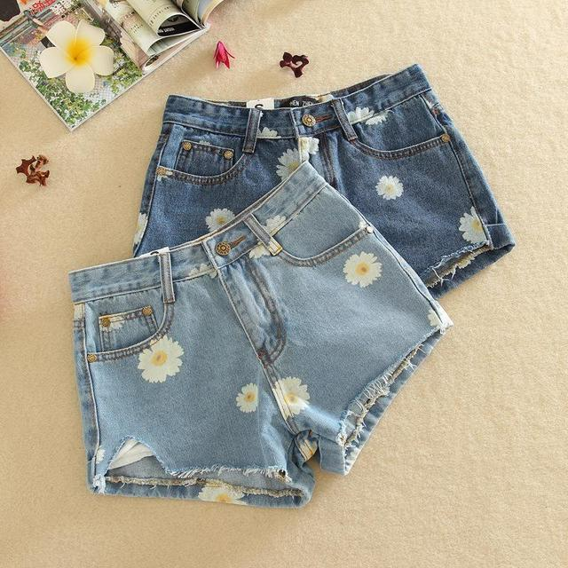 Korean new summer 2017 women significantly thin daisies rotten curling denim shorts jeans female