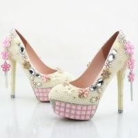 Цвета слоновой кости с жемчужинами свадебные туфли женские туфли на шпильке каблук Свадебная обувь туфли-лодочки для вечеринок со стразами...