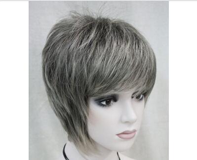 Pelo corto color gris