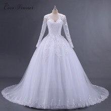 Krásné svatební šaty s krajkovými rukávy a zády