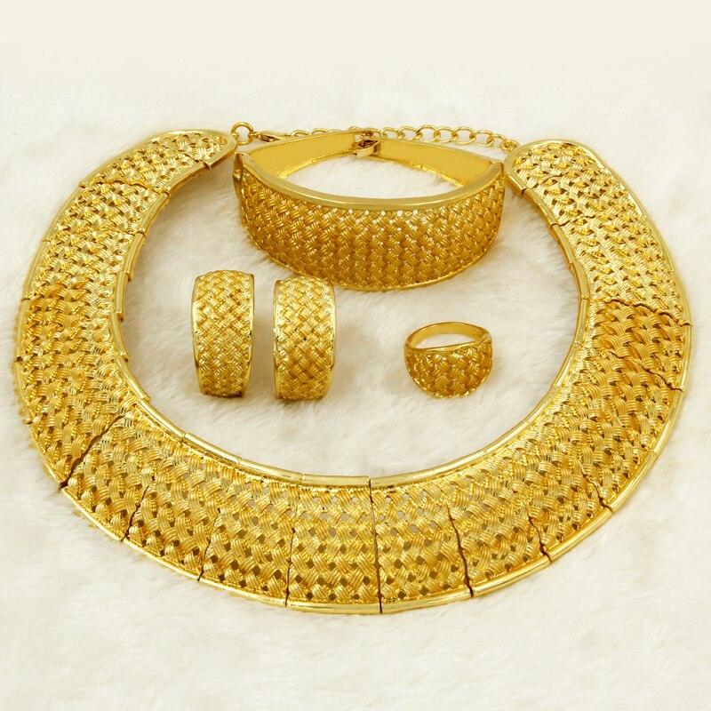 3685f451652e Liffly Africana Dubai conjuntos de joyas de oro para mujeres de Gran Collar  encanto diseño de moda encantos de Nigeria nupcial boda joyería conjunto ...