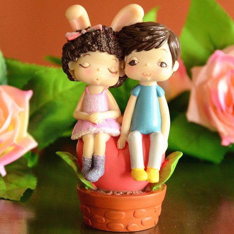Modern Wedding Gifts: Modern Brief Decoration Resin Craft Lovers Figurine Garden