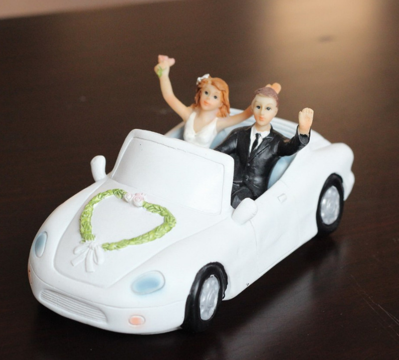 Wedding Couple In Car Stock Images - Image: 15765584