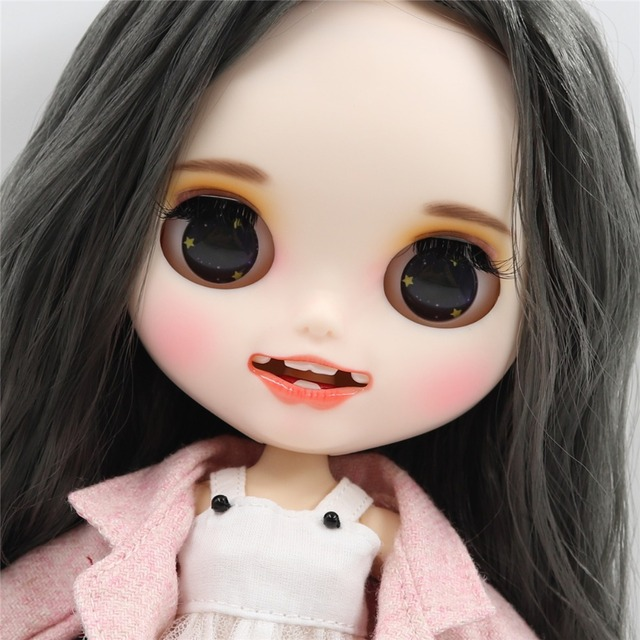 Madeline - Gülümsəyən üzü olan geyimli Premium Custom Blythe kuklası