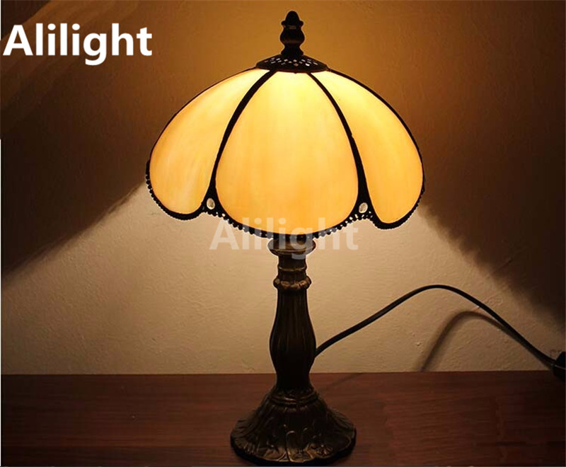 Tiffany Style Table Lamp With Flowers And Leaves Table Light Stained Glass  5W E27 LED Desk