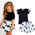INS de Moda Das Meninas Do Bebê 2 pcs Crianças Encantador Conjunto de Roupas Camisa Preta Com Arco + Flores Brancas Saia Traje Dos Miúdos roupas