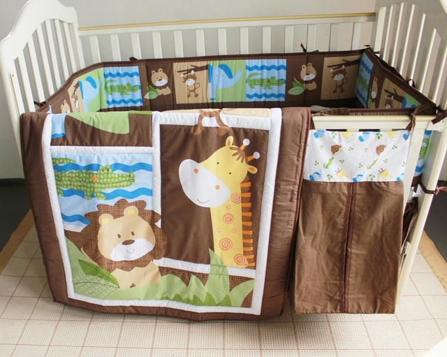 Promoção! 5 pcs bordado berço cama conjunto roupa de cama de bebê menina meninos, Incluem ( bumper + edredon + tampa de cama + saia da cama + saco de fraldas )