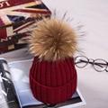 15 см мех Енота мяч cap пом англичане зимнюю шапку для женщин девушка женский шерсть шляпа трикотажные хлопок шапочки шапка бренда толстые новый женский cap