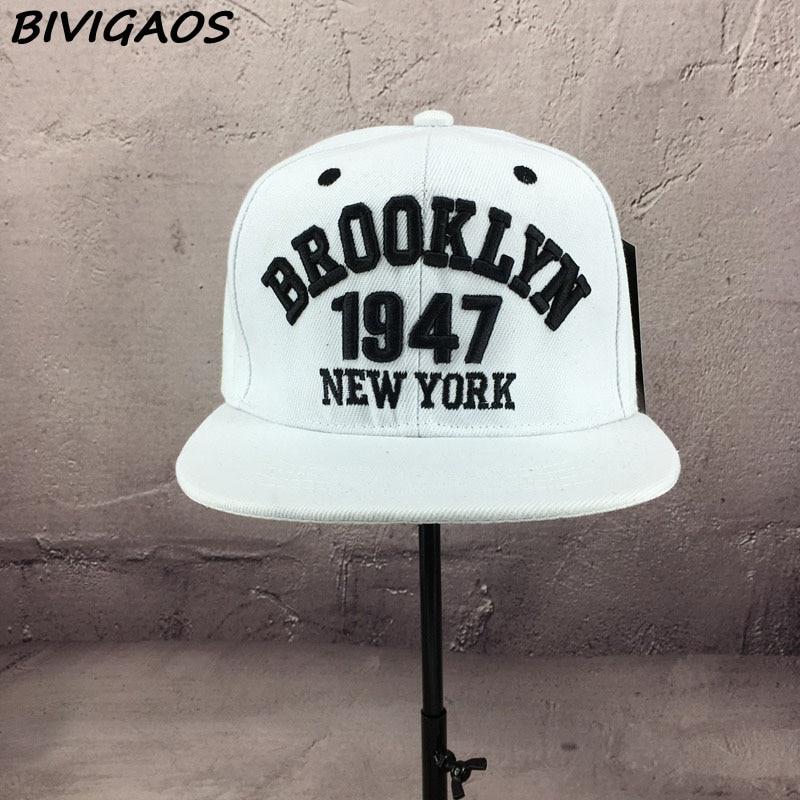 Aliexpress.com  Comprar Nueva moda gorras de béisbol Snapbacks para hombre  negro blanco 1947 BROOKLYN letras bordado Hip Hop gorras sombreros de sol  huesos ... b06cb47f4cc