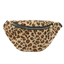 New autumn curly leopard print bra with simple waistcoat and fur inclined bag in Europe and America