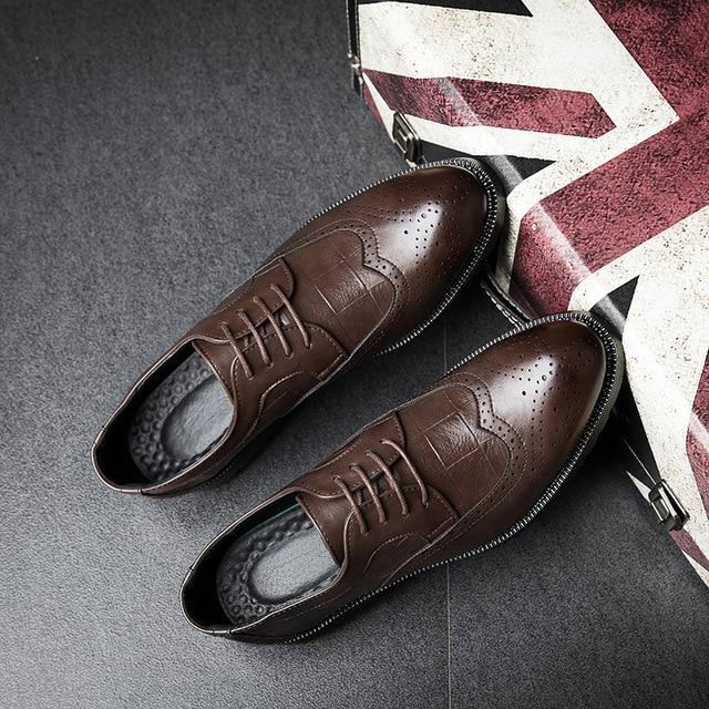 d1c4334b24 Novo Homem Sapatos Da Marca de Luxo de Couro Homens Se Vestem Sapatos  Oxford Bullock Calçados