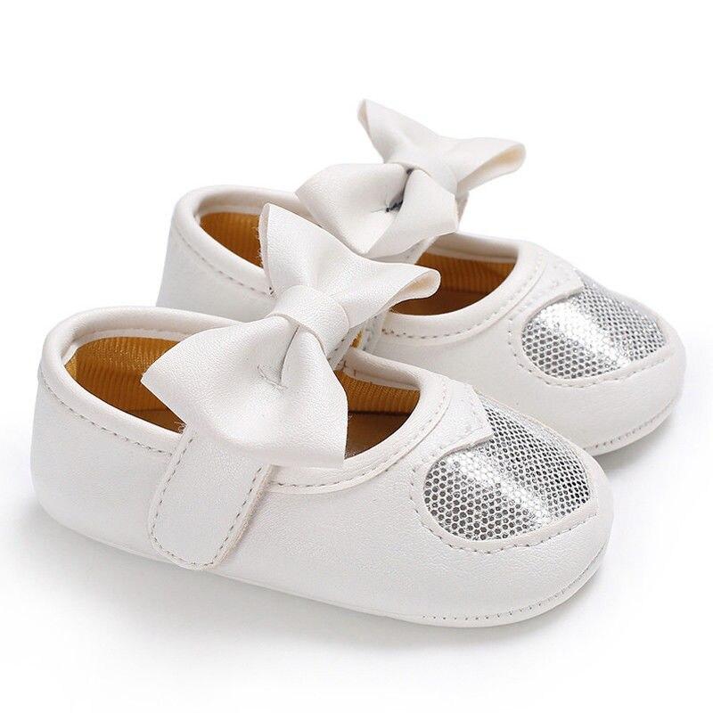Новорожденных с бантом для маленьких девочек противоскользящие кожаная обувь детская кроватка Твердые блестками бантом обувь на липучке 4 стиль наряд сезон: весна–лето - Цвет: Белый