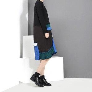 Image 3 - [EAM] 2020 جديد الربيع الصيف الرقبة المستديرة طويلة الأكمام الأسود هيم الأزرق مطوي خياطة فستان فضفاض المرأة المد الموضة JH442
