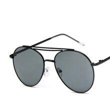 492a22e807 2019 nueva moda de señoras ojo clásico gafas de sol de las mujeres de Color  negro lente gran ronda de los hombres populares gafa.
