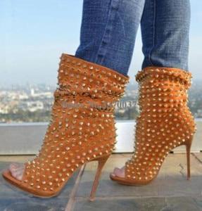 Image 2 - Hot Selling Vrouwen Mode Peep Toe Suède Gouden Klinknagel Dunne Hak Korte Gladiator Laarzen Slip On Sexy Enkel booties