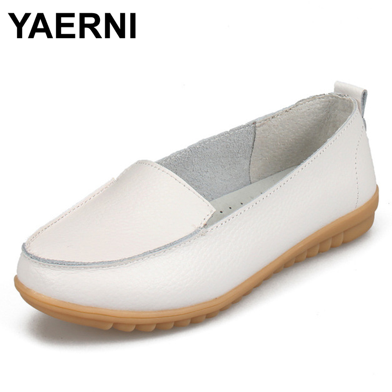 YAERNI  2017 New Women's Shoes Real Leather Mother Loafers Soft Leisure Moccasins Flats Female Driving Casual Footwear Shoes 2017 new leather women flats moccasins loafers wild driving women casual shoes leisure concise flat in 7 colors footwear 918w