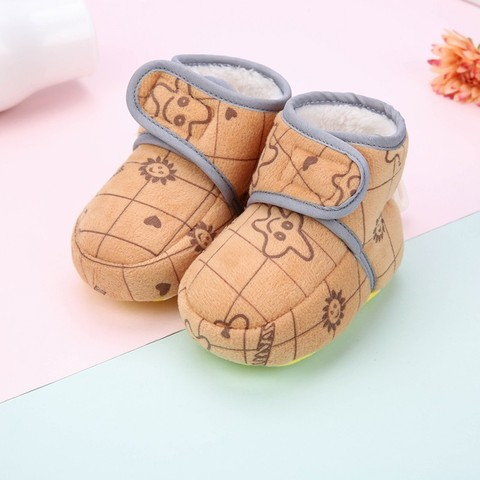 Hot Baby Toddler Shoes New Winter Baby Girl Cute Cartoon Anti-slip Soft Sole Crib Shoes First Walkers Plus Velvet Baby Shoes W Pakistan