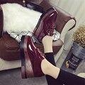 2016 nueva Corea moda de primavera zapatos de estilo Británico retro zapatos de cuero con una esponja gruesa pendiente de estilo Europeo de lujo zapatos