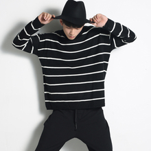 Hip Hop Men's Loose Striped Knitted Sweater Fashion Streetwear Oversize White Black Pullover Sweaters 2017 Spring