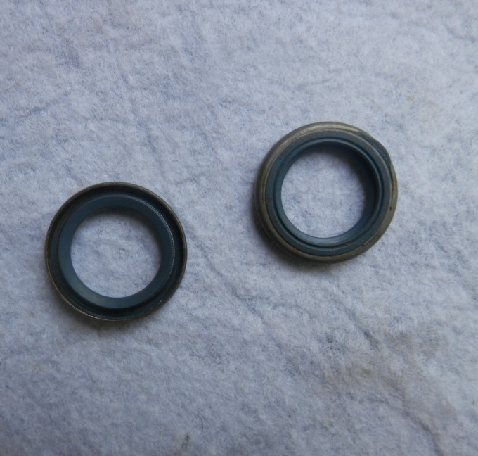 2 X OIL SEAL Flywheel Side SMALL FOR HUSQVARNA  CHAINSAW 40 45 51 55 355 357 359 262 372 346 XP  CHAIN SAW  SEALS 505 27 57-19 chainsaw piston assy with rings needle bearing fit partner 350 craftsman poulan sm4018 220 260 pp220 husqvarna replacement parts