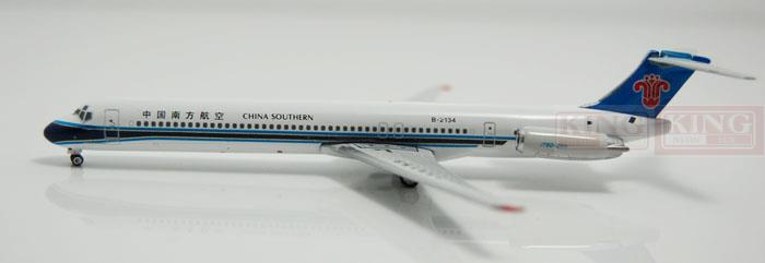 Phoenix 10948 China Southern Airlines B-2134 1:400 MD-82 commercial jetliners plane model hobby phoenix 11181 china international aviation b 5977 a330 fiftieth 1 400 a330 300 commercial jetliners plane model hobby