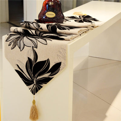 RN320  Winter luxury minimalist modern European runner high-grade table runner mat bed decoration table flags
