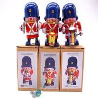Retro clockwork tin toys Classic Clockwork Tin military band A set of three Rare collectibles