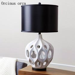 Nordyckie współczesne proste pusta ceramiczna lampa biurkowa lampka nocna do sypialni amerykański retro osobowość twórcza lampa biurkowa led